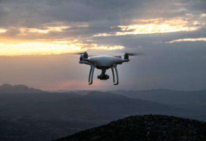 空撮ドローン価格30選|工場や建築現場に便利なカメラ付き小型タイプも紹介!