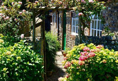 ガーデニング初心者必見!押さえておきたい工具10選|園芸道具の必需品を紹介