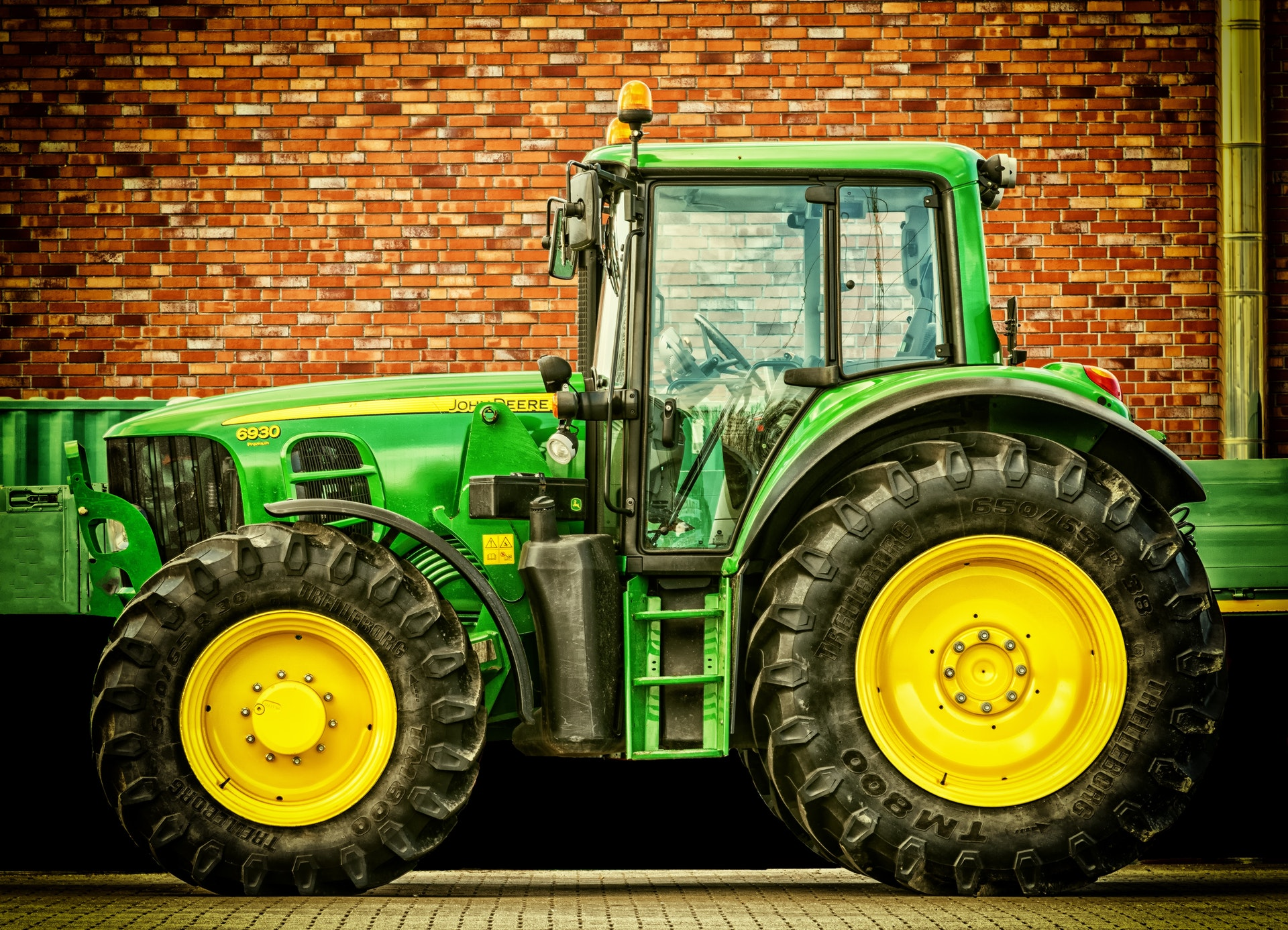 トラクターを買うなら|中古から人気モデル、必要免許をご紹介