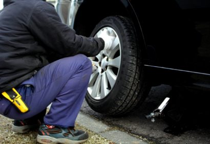 タイヤ交換でジャッキを使う時のコツや注意点!おすすめ品も知りたい!