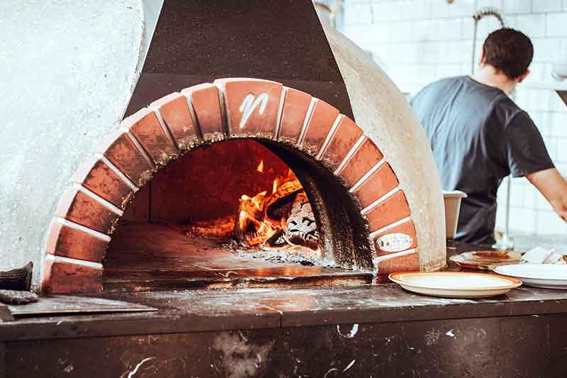 ピザ窯をDIYしてみよう!予算と使い方に合わせた手作りピザ窯