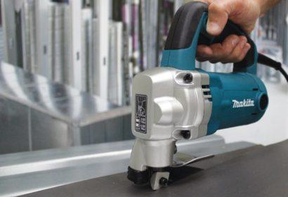 シャーで鉄板を素早く切断!おすすめ製品やニブラとの使い分けもご紹介