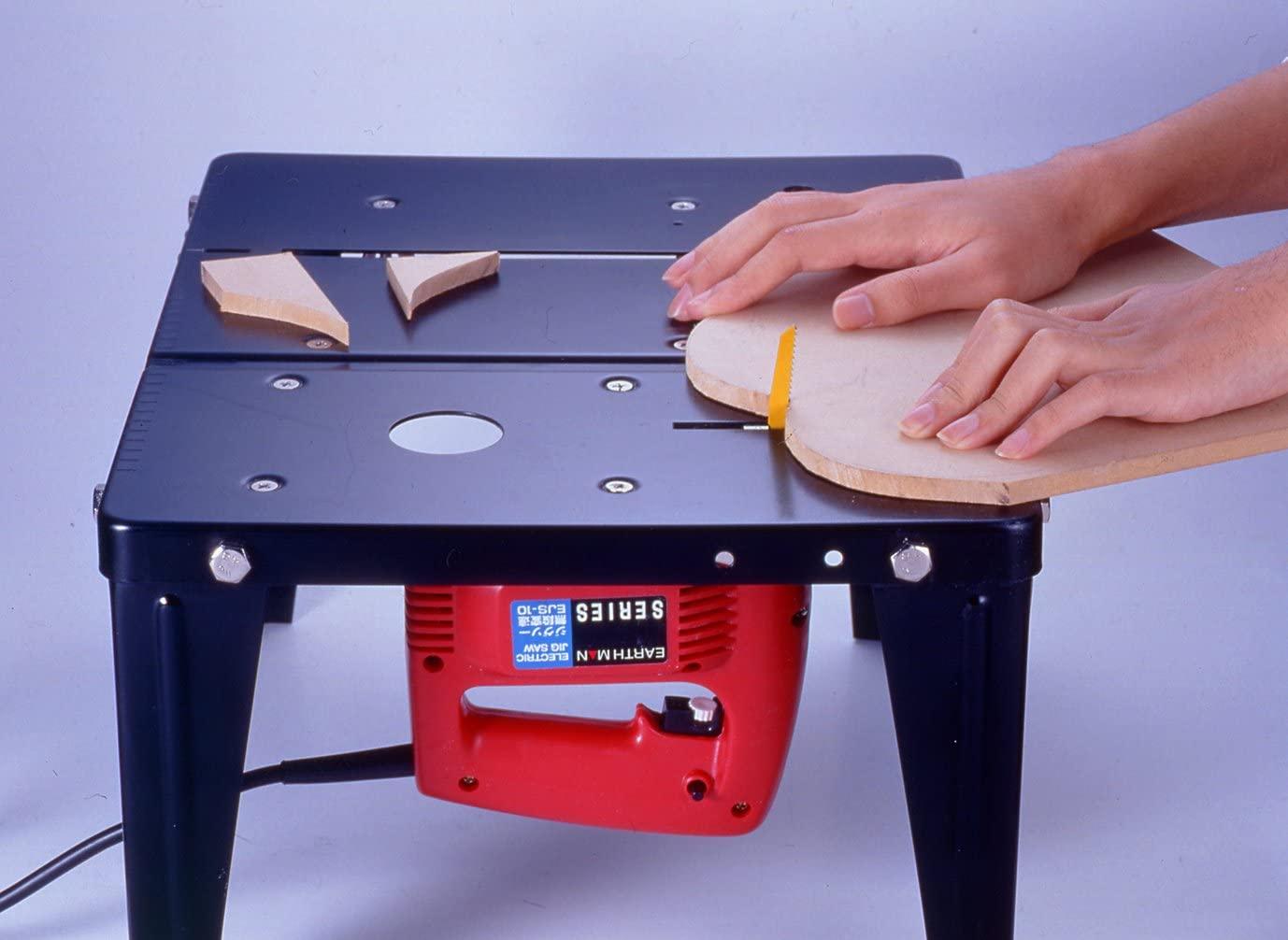 ジグソーテーブルとは?作業台にジグソーを固定し精密なカットが行えるもの
