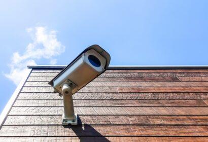 屋外防犯カメラの設置方法とは?基礎知識からおすすめカメラまで徹底紹介! アイキャッチ画像