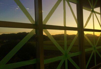 台風対策に養生テープを窓ガラスに貼ると効果はあるのか?正しい知識を徹底解説!