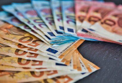 介護給付費債権ファクタリング|現金を早期回収する方法と注意点 アイキャッチ画像