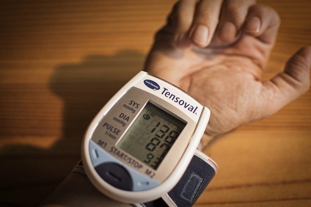 血圧計おすすめ12選!オムロンなど人気メーカー商品を厳選紹介!