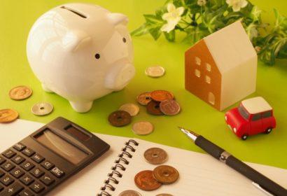 固定費の節約術を徹底解説!家計の見直しで生活費を下げる方法とは? アイキャッチ画像
