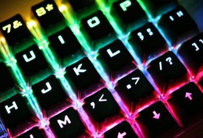 【最新】人気メーカーのおすすめゲーミングキーボード18選を徹底紹介! アイキャッチ画像