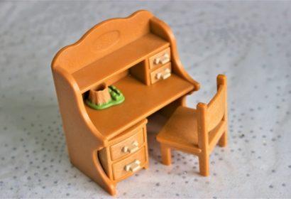 もう使わないけど捨てられない!学習机の簡単DIYリメイク術を徹底紹介! アイキャッチ画像