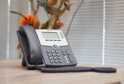 【2021】人気メーカーおすすめの電話機15選をご紹介! アイキャッチ画像