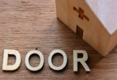 ドアのDIYは難しい?おしゃれで簡単なDIY方法をご紹介! アイキャッチ画像