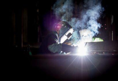 溶接工の平均年収|仕事内容や将来性・必要な資格を解説 アイキャッチ画像