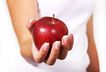 りんごを握力で潰すには?!必要な握力からコツまで徹底解説! アイキャッチ画像