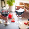 ワイングラスの正しい持ち方とは?ワインの基本マナーを徹底解説!